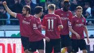 Hannovers Martin Harnik (l.) erzielte den einzigen Treffer der Partie.