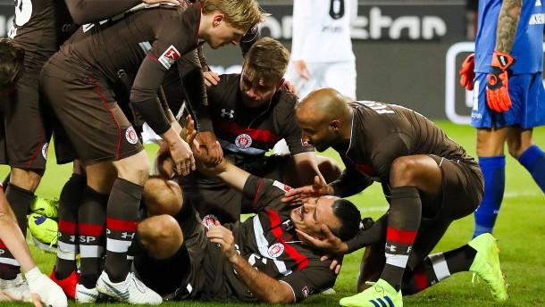 """""""Fußballgott"""" Alex Meier schießt St. Pauli ins Glück"""