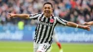 Bereitmachen zum Abheben: Marco Fabián beendet die Frankfurter Sorgenspiele mit zwei Treffern.
