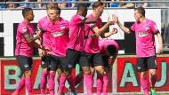 Berliner Jubel: Ausgerechnet beim letzten Auswärtsspiel gelang der sonst so fernschwachen Hertha der erste Sieg