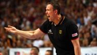 Lautstark und gestenreich: Basketball-Coach der DBB-Männer, Chris Fleming, während der EM-Qualifikation gegen die Niederlande.