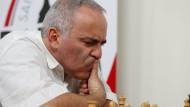 Mal scharf nachgedacht: Garri Kasparow in der Partie gegen Sergei Karjakin
