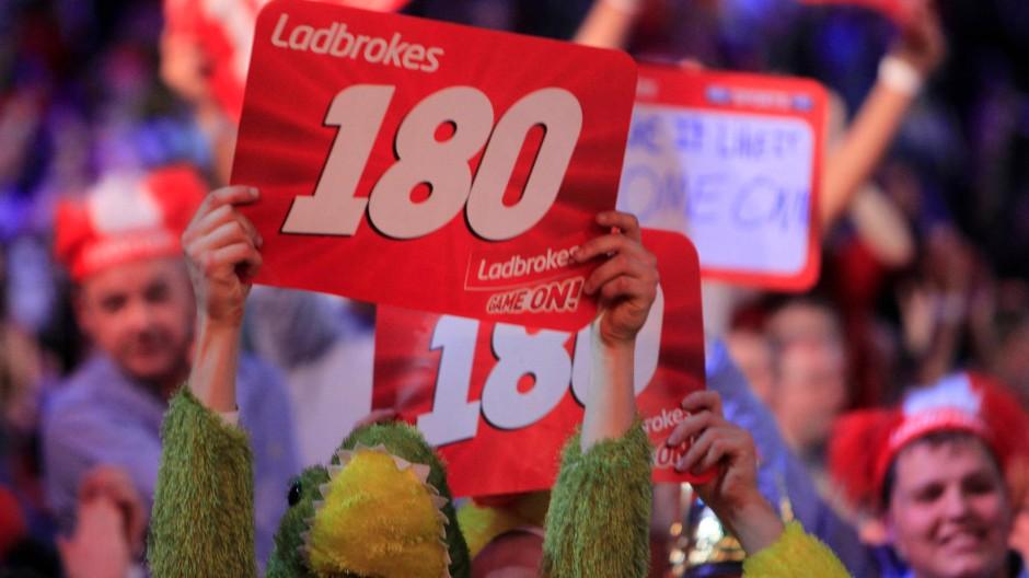 Der Zauber der Zahlen: Enthusiastische Fans fordern in London den Höchstwert beim Darts
