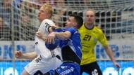 Auf verlorenem Posten: der VfL Gummersbach (in Blau) gegen den THW Kiel