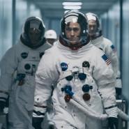 """Der Oscar-Preisträger Damien Chazelle führt nach """"La La Land"""" nun auch Regie im Film """"Aufbruch zum Mond"""", der am 8. November ins Kino kommt. Ryan Gosling verkörpert in diesem den Astronaut Neil Armstrong."""