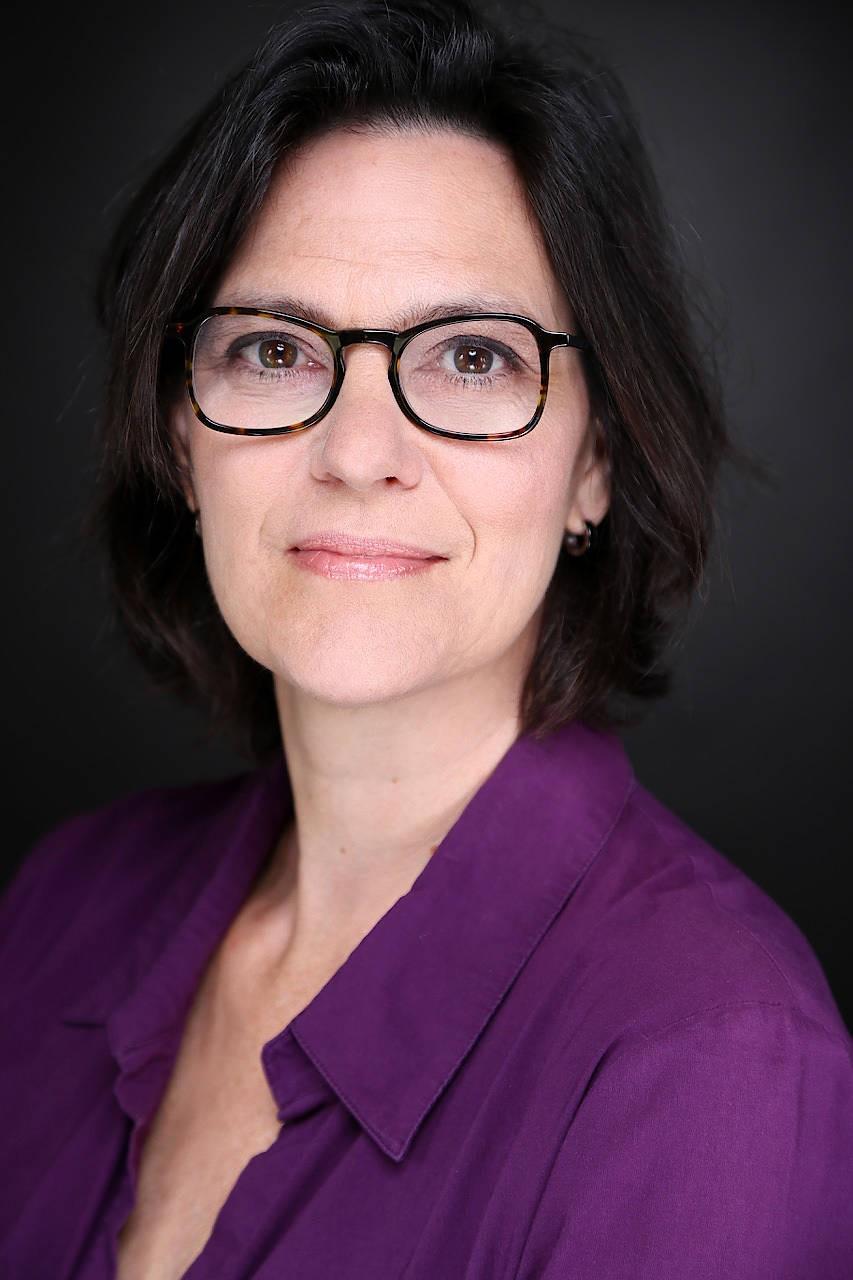 Paula-Irene Villa ist Professorin für Allgemeine Soziologie und Gender Studies am Institut für Soziologie der LMU München