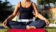 Auf das eigene Innere achten: Meditation kann Schmerzen verringern und Entzündungen lindern, ebenso wie depressive Zustände, Schlafstörungen oder Angst