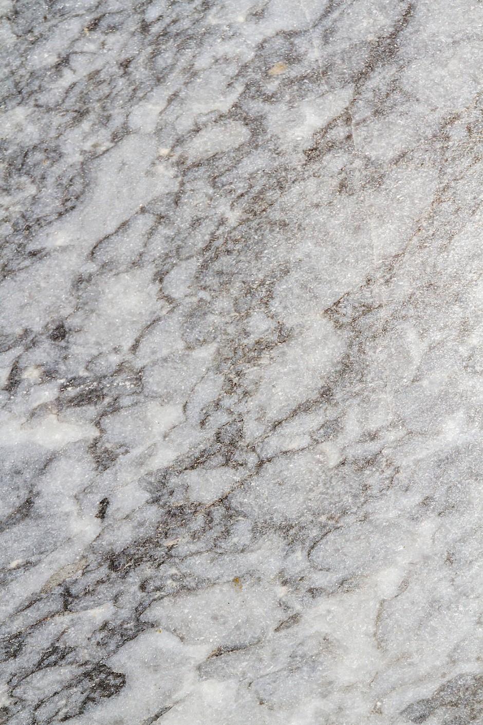 Marmor erlebt ein Comeback – auch im Bad.