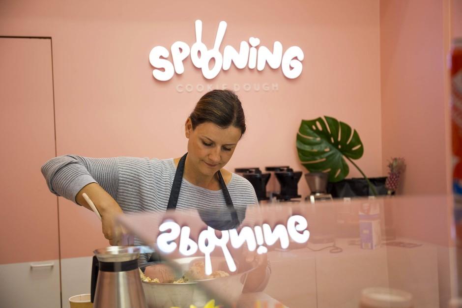 Wahr gewordener Mädchentraum: In ihrem Laden verkauft Diana Hildenbrand rohen Keksteig in Kugelform.