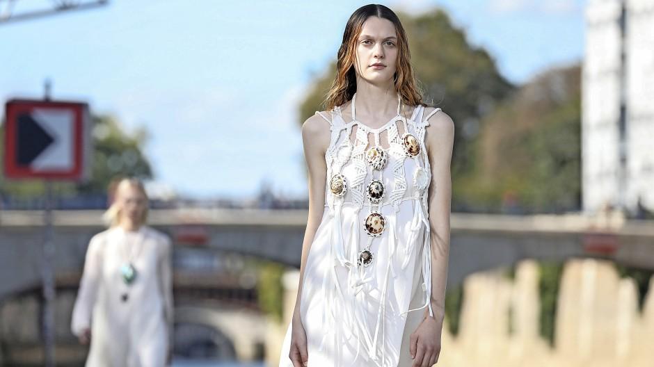 Kleid mit Muscheln: Chloé in Paris