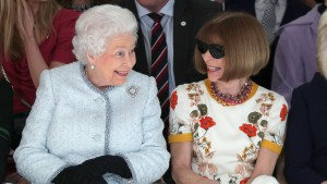 Queen stattet Londoner Fashion Week Besuch ab