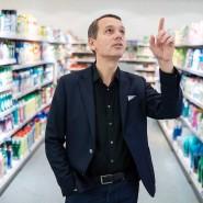 """""""Online-Shopping könnte einen echten Schub bekommen"""", Christoph Werner in einem dm-Markt in Karlsruhe."""