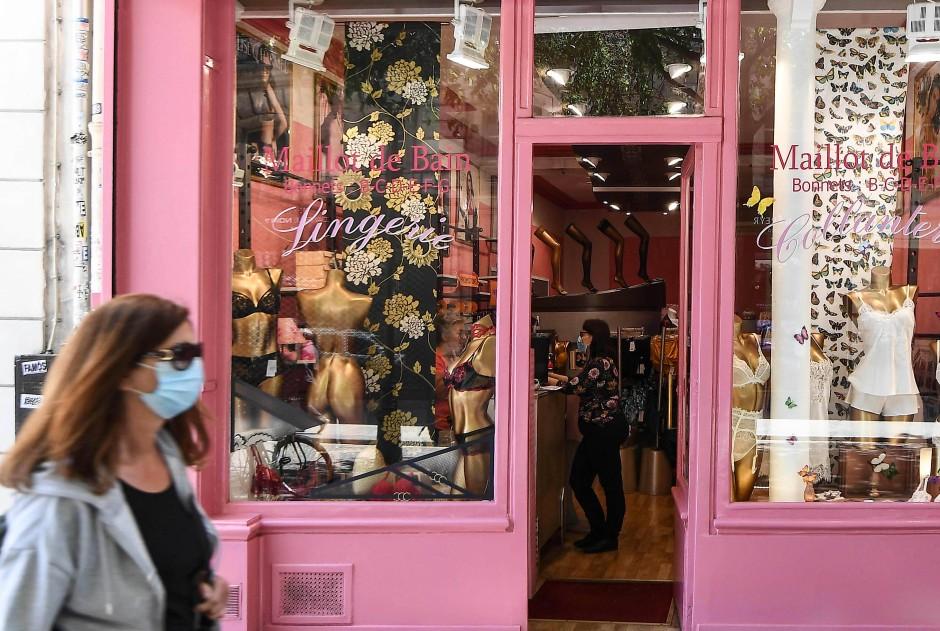 Corona geht auch an die Wäsche: Ein Lingerie-Laden in Paris.