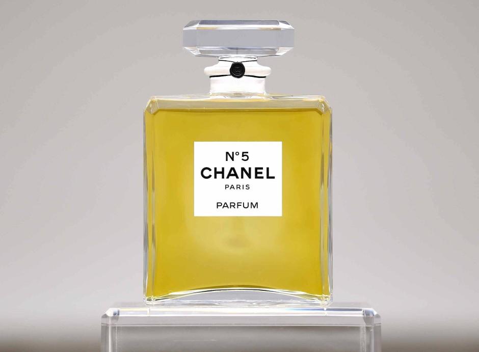 """Das erfolgreichste Parfum der Welt: Hier zu sehen als Exponat im Rahmen der Ausstellung """"Culture Chanel"""" im Jahr 2013 im Palais de Tokyo."""