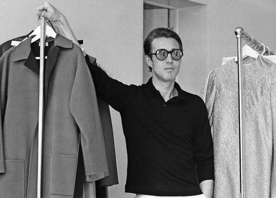 In Amerika eine Mode-Ikone der Vergangenheit: Der Designer Roy Halston in seinem Showroom in New York im Juni 1975.