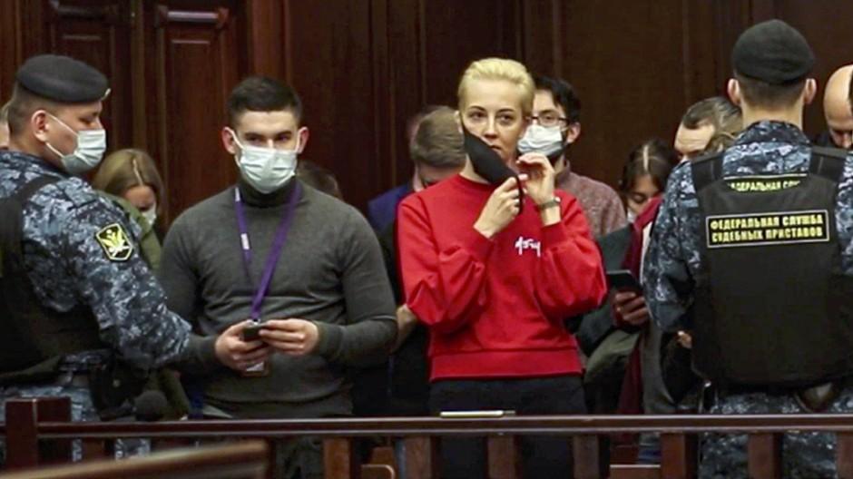 Ihre Lieblingsfarbe: Julia Nawalnaja Anfang Februar bei der Gerichtsverhandlung ihres Mannes in Moskau.
