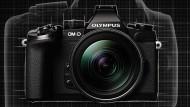 Größenvergleich: Im kompakten Format und ohne Schwingsiegel so leistungsfähig zu sein wie eine professionelle Spiegelreflexkamera des E-Systems, das verspricht das neue Spitzenmodell OM-D E-M1 von Olympus