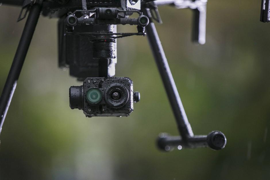 Die aufnehmende Optik an der Drohne ist zweigeteilt.