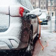 Nach dem Start müssen Auto und Batterie erwärmt werden. Das kostet viel Strom und mindert die Reichweite des Elektroautos.