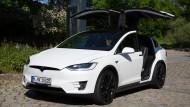 So fährt sich der Tesla mit Autopilot