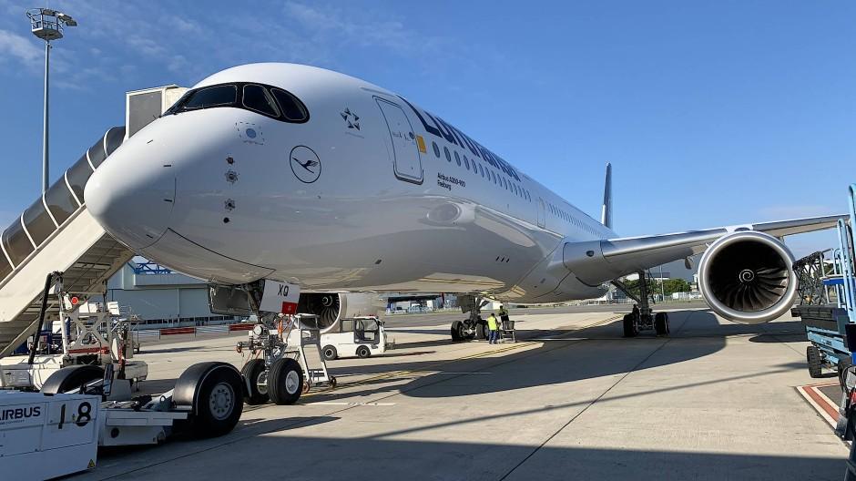 Zwei Stunden lang muss der A350 über Toulouse und dem Mittelmeer zeigen, was er kann. Dann nimmt ihn die Lufthansa mit nach Hause.