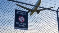 In der Nähe eines Flughafens, hier Montreal in Kanada, ist der Drohnenflug verboten.