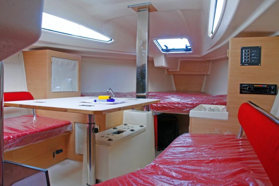 Bilderstrecke zu segelboot elan 210 f r puristen und for Polstertechnik und innendekoration