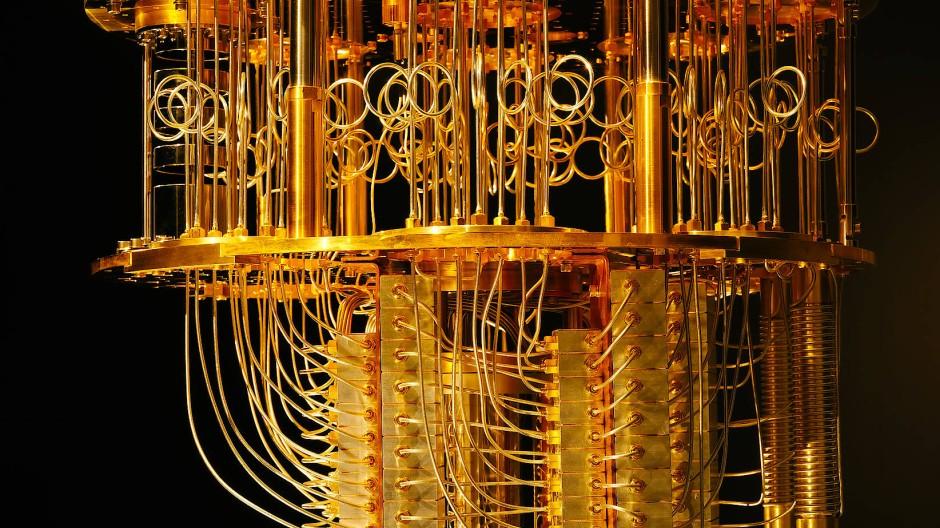 Gekühlte Lichtleiter des Quantencomputers IBM Q System One, der von der Fraunhofer Gesellschaft eingesetzt wird.