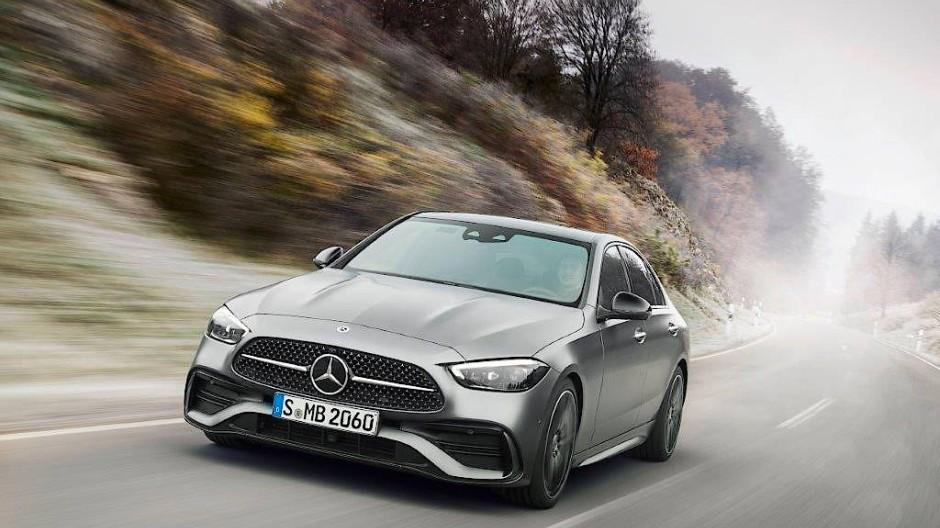 Kein Stern mehr auf der Haube: Neue Mercedes-Benz C-Klasse mit steiler Front und gespanntem Design