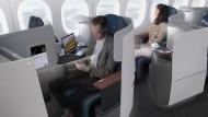 Einzelsitze am Fenster mit hochgezogenen Seitenwänden soll es auch geben.