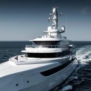 """Die haben Schneid: 80-Meter-Yacht """"Excellence"""" mit Wavepiecer-Front. Nicht zu sehen, weil unter Wasser: der Wulstbug."""