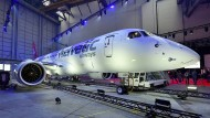 Die neue Embraer stellt sich vor.