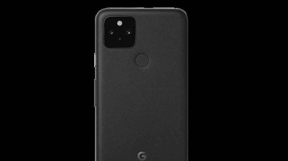 Smartphone Pixel 5 mit altmodischem Fingerprintsensor auf dem Rücken.