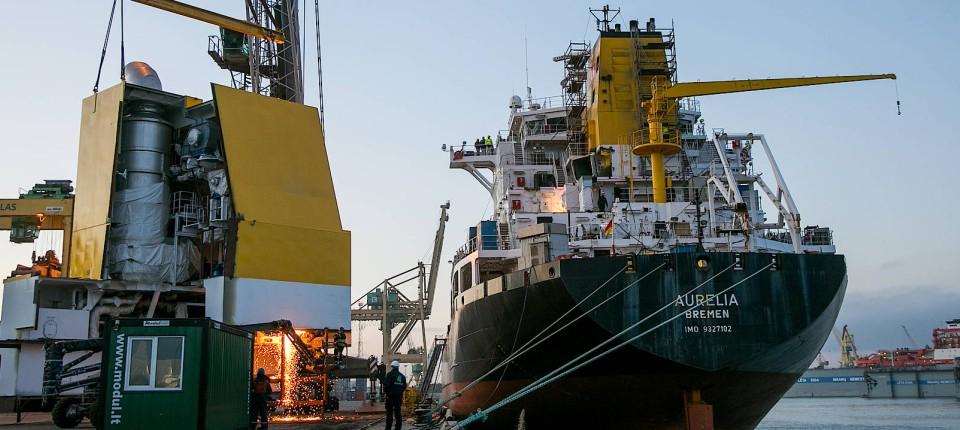 Kein Schweröl mehr: Den Hochseeschiffen geht es an den Schlot ...