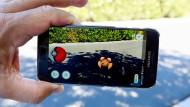 Offen: Ob die verprügelte Fußgängerin in Fulda Pokémon Go auf dem Handy gespielt hat, weiß die Polizei nicht