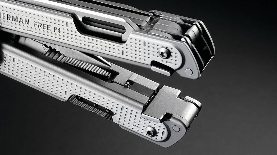 Magnete halten die Schenkel zusammen, die Werkzeuge werden an den Knubbeln am Ende hochgehebelt.