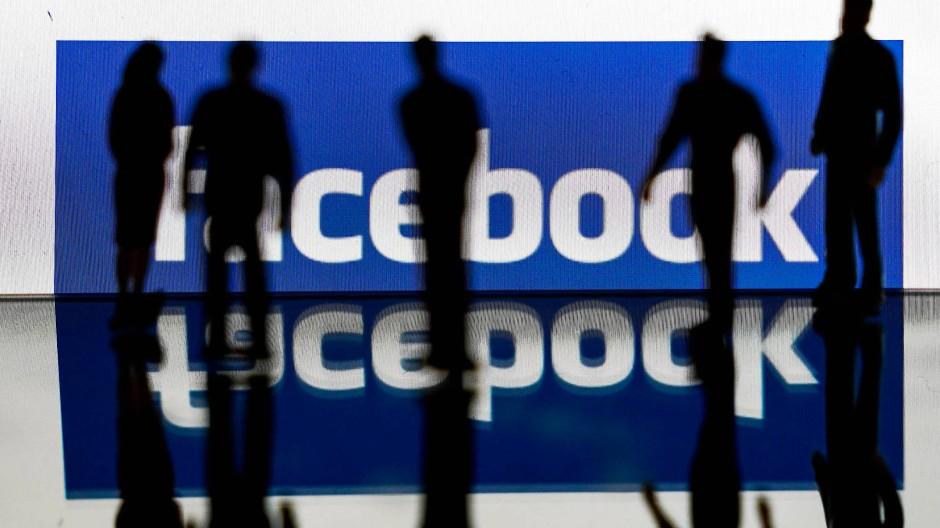 Facebook kontrolliert seine fast drei Milliarden Mitglieder.