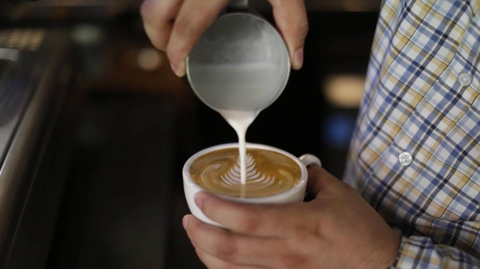 Damals vor zwanzig Jahren waren die Barista im Café auf Sifnos noch nicht so weit. Vielleicht können sie aber heute Latte Art.