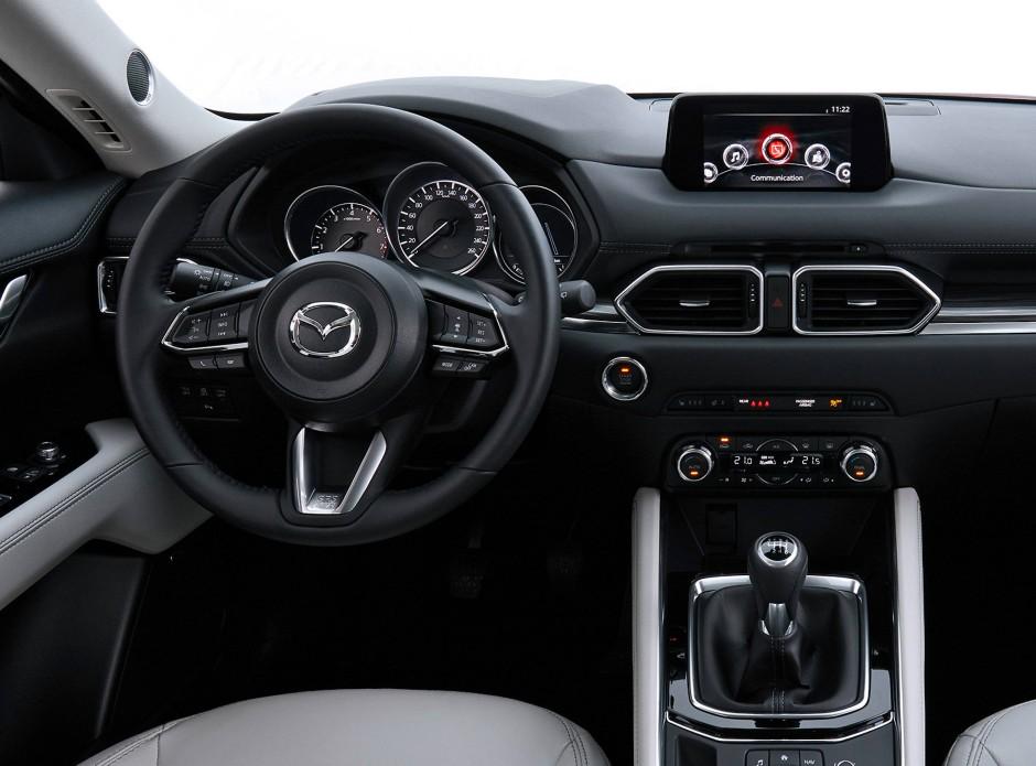Ein Audiosystem mit Radio, USB-Anschluss und vier Lautsprechern gehört in jedem CX-5 zur Werksausstattung.
