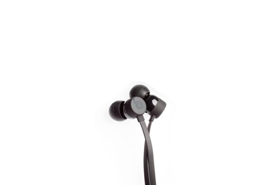 Beats X: Beim Tragen fällt er kaum auf, beim Klang auch nicht. Ungewöhnlich bassarm.