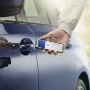 Das Smartphone mit der Oberseite an den Türgriff halten, schon ist das Fahrzeug entsperrt.
