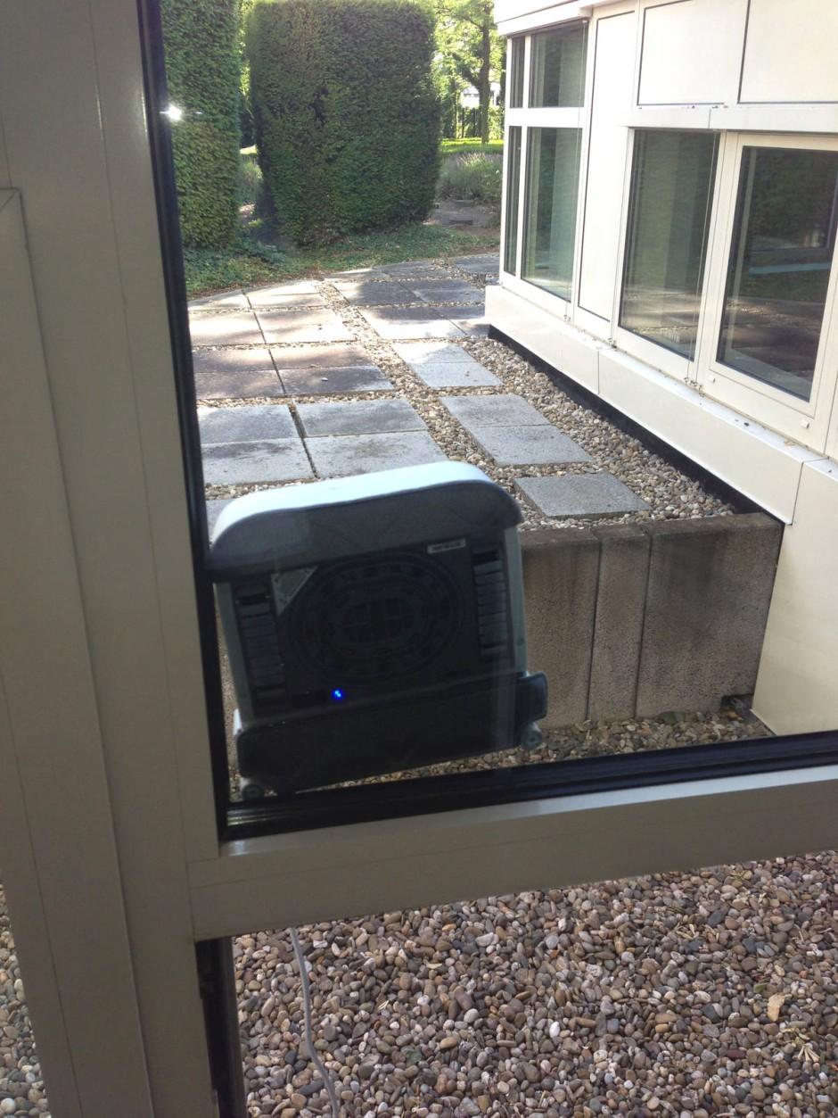 seite 2 roboter im haushalt fensterputzer mit glasklaren vorteilen umwelt technik faz. Black Bedroom Furniture Sets. Home Design Ideas