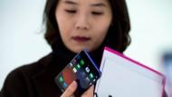Man muss schon genau hinsehen, um an den neuen Modellen die Details zu finden, die sie von den heutigen Smartphones unterscheidbar machen.