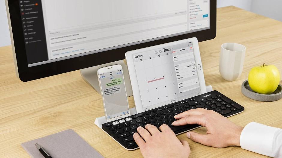 Die Logitech K780 erlaubt das Arbeiten mit drei verschiedenen Geräten.
