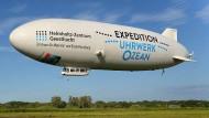 An Bord des Zeppelin NT (das Kürzel steht für Neue Technologie) sind statt der sonst üblichen Rundfluggäste mehrere Wissenschaftler.