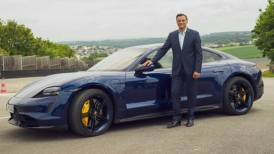 Der Taycan wird kein Einzelfall bleiben: Entwicklungsvorstand Michael Steiner an Porsches potentem Elektroauto