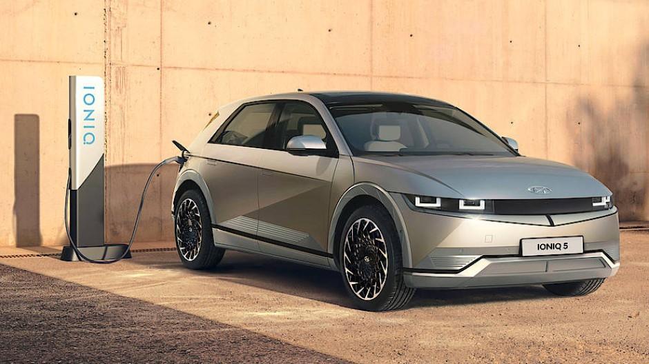 Das Modell Ioniq 5 fährt mit aufsehenerregenden Kanten in die erweiterte Kompaktklasse.