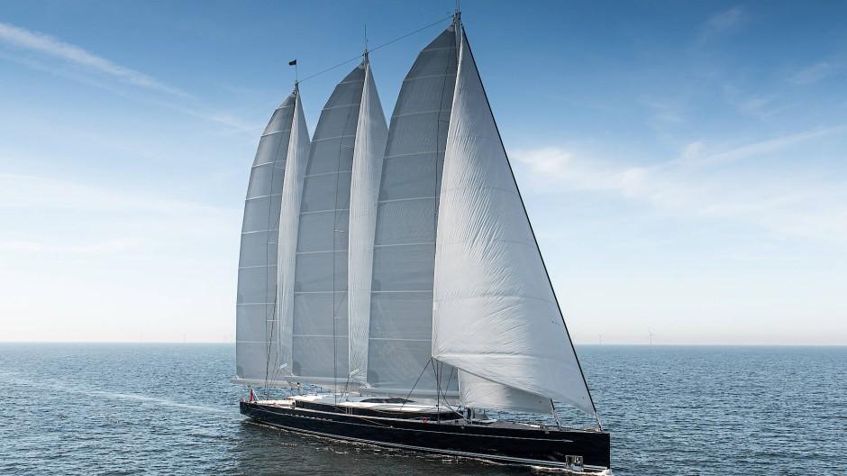 """Der Dreimastschoner """"Sea Eagle II"""" ist mit 81 Meter Länge die größte Aluminium-Segelyacht der Welt. 282 Tonnen des Leichtmetalls verarbeitete die Royal Huisman Shipyard. Aluminium ist teurer als Stahl, ermöglicht aber eine erhebliche Gewichtseinsparung."""