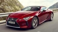Dieser Lexus mit Hybridantrieb stromert sich 359 PS zusammen.