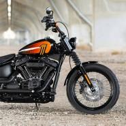 So ändern sich die Zeiten: Mit rund 16.000 Euro liegt nun die neue Softail Street Bob 114 am unteren Rand von Harley-Davidsons Preisskala. Bisher stand eine solche Summe für Mittelklasse.